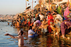 81845__Bathing_in_the_Ganges_River_India__58487